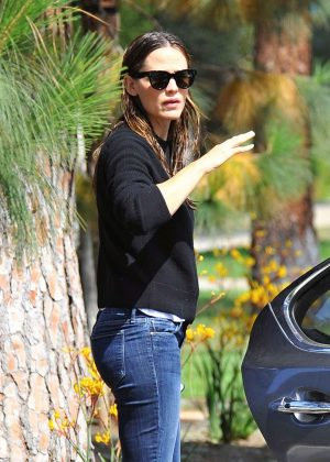 Jennifer Garner Booty in Jeans out in Los Angeles