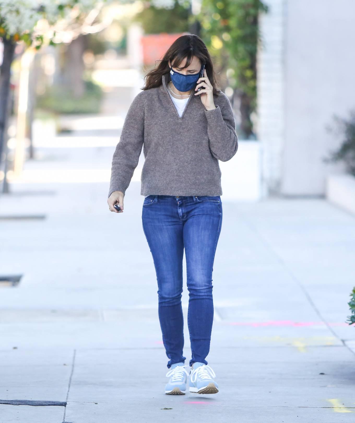 Jennifer Garner - In jeans out in Los Angeles