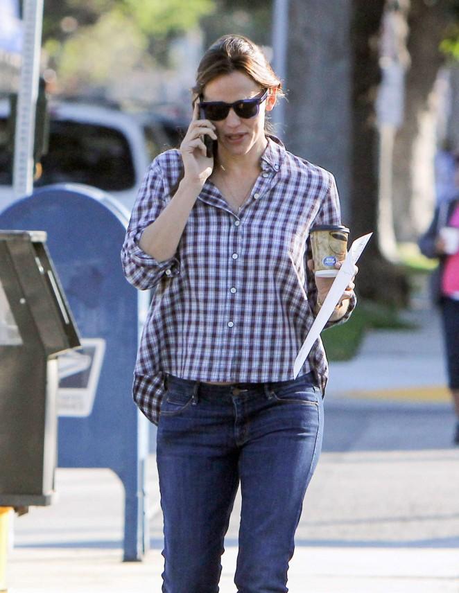 Jennifer Garner in Jeans out in Los Angeles