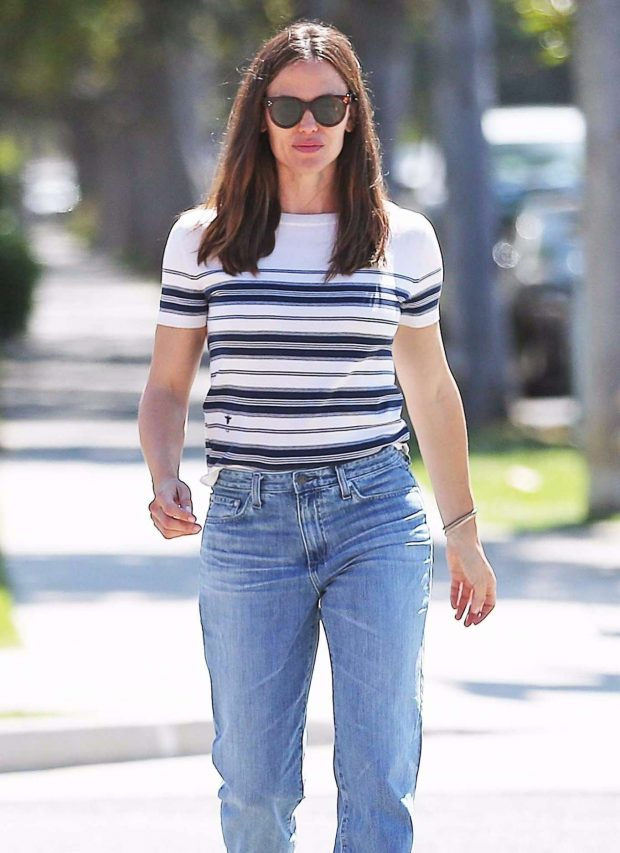 Jennifer Garner in Jeans - Out in Los Angeles