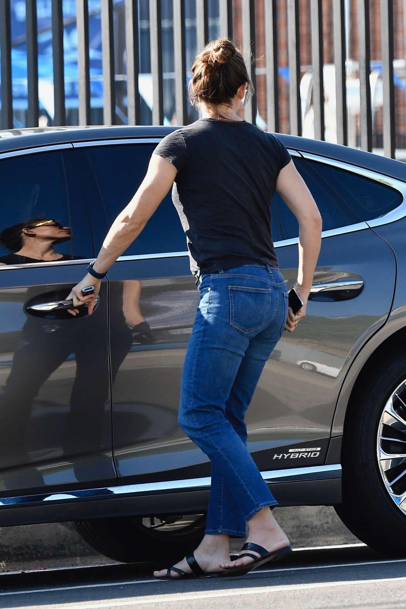 Jennifer Garner 2019 : Jennifer Garner in Jeans – Out in Pacific Palisades-06
