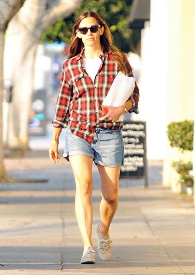 Jennifer Garner in Jeans Shorts -05