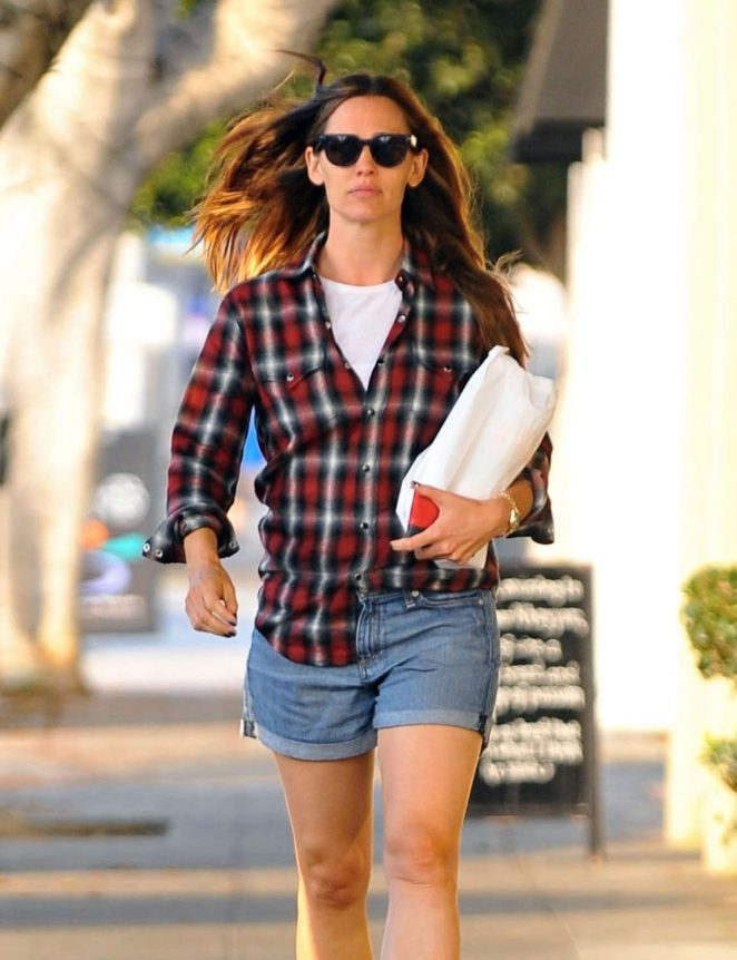 Jennifer Garner in Jeans Shorts -11