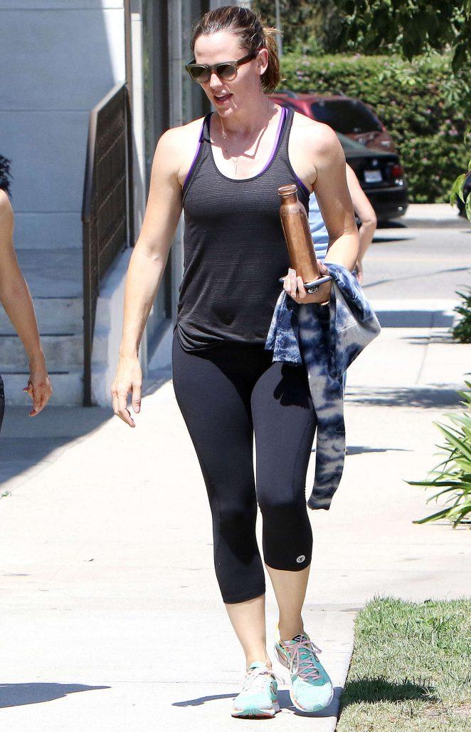 Jennifer Garner in Leggings after her workout in Los Angeles