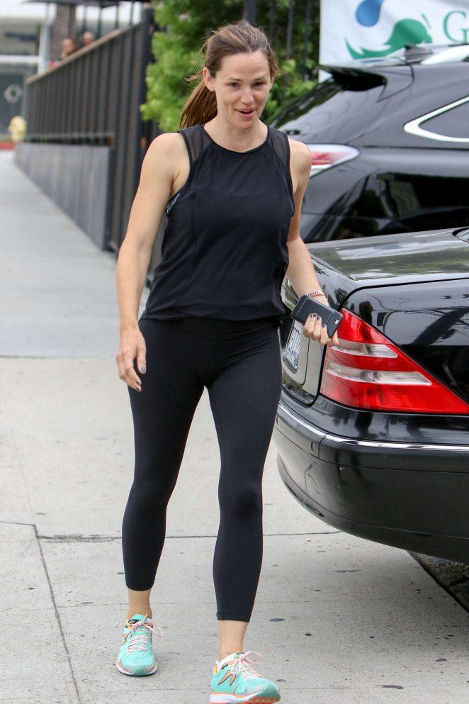 Jennifer Garner in Leggings Out in Los Angeles