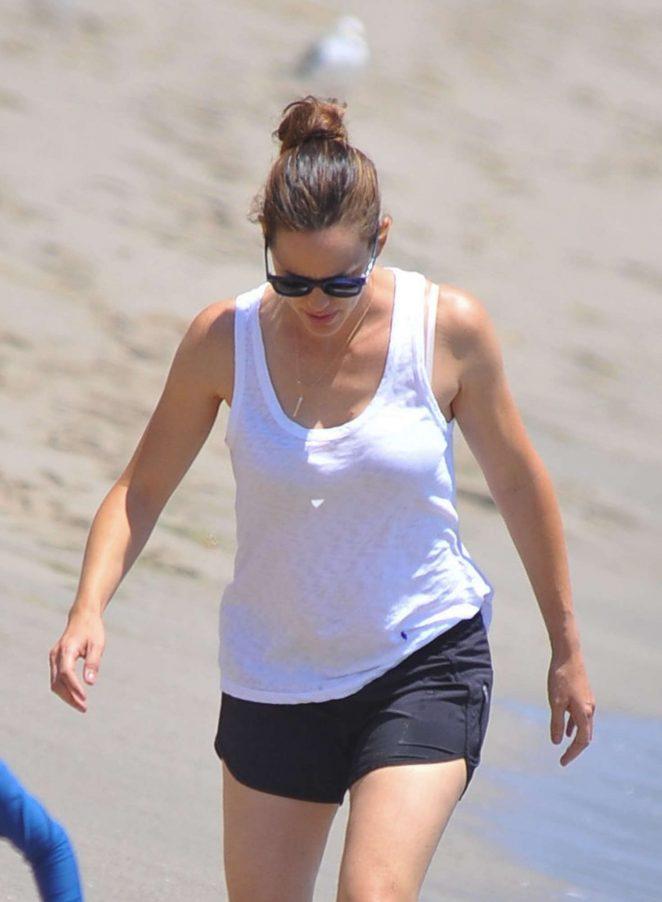 Jennifer Garner in Shorts at the beach in Malibu