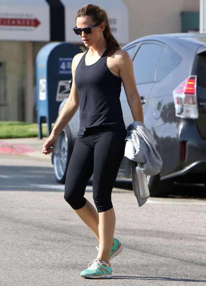 Jennifer Garner in Spandex at a Gym in Beverly Hills
