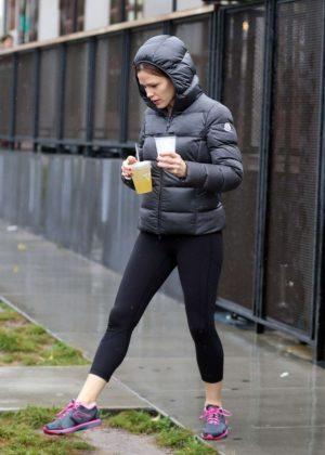 Jennifer Garner in Spandex Leaves a Gym in Los Angeles
