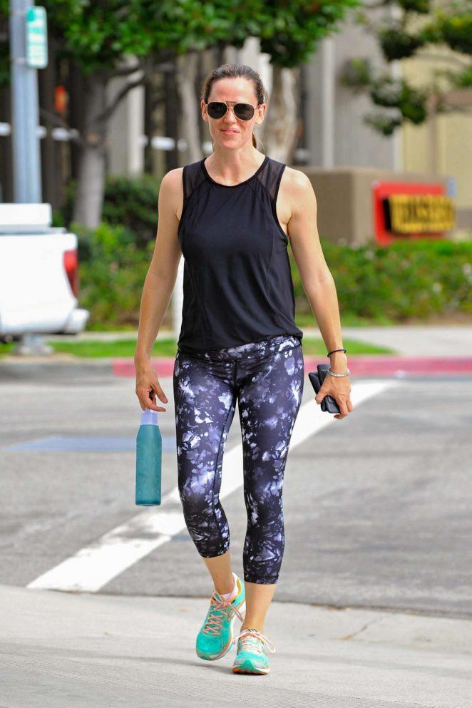 Jennifer Garner in Spandex out in Brentwood