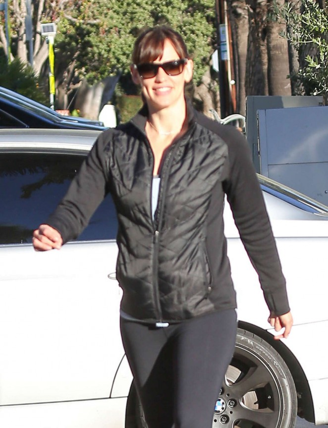 Jennifer Garner in Spandex Out in Santa Monica