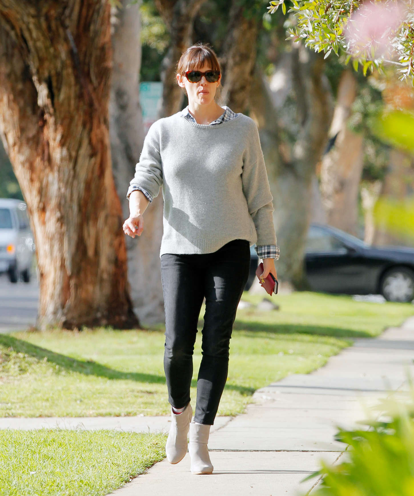 Jennifer Garner in Tight Jeans Out in LA