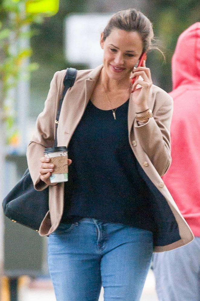 Jennifer Garner in Tight Jeans out in Los Angeles