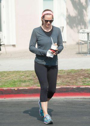 Jennifer Garner in Tight Leggings out in LA