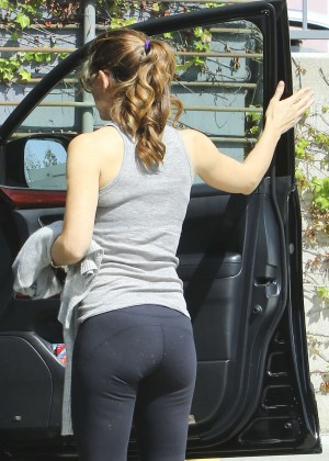 Jennifer Garner in tights heads to the gym in Los Angeles
