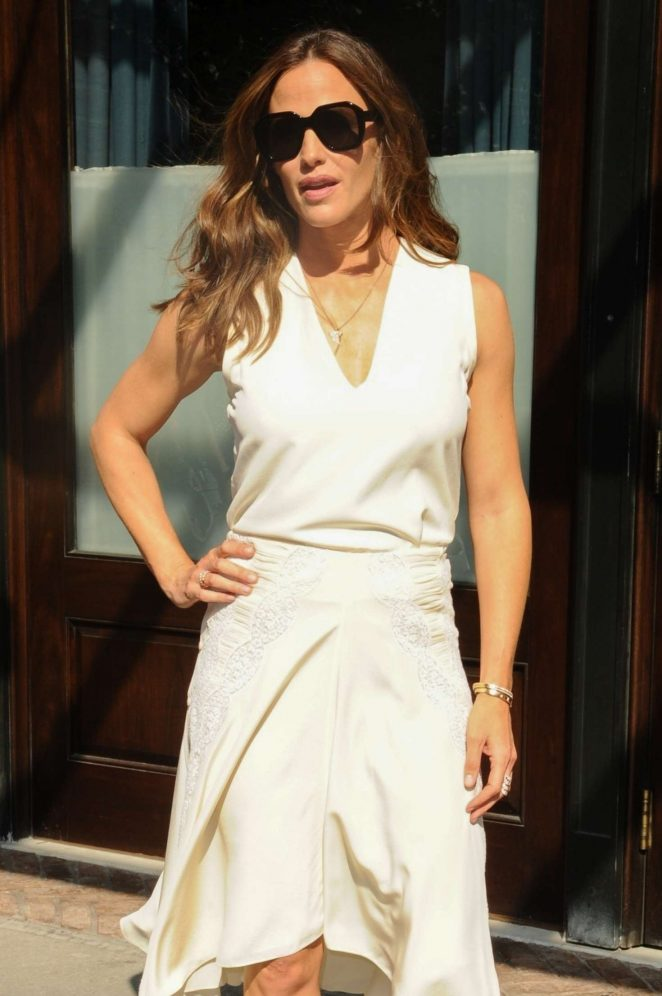 Jennifer Garner in White Dress - Leaves The Greenwich Hotel in New York