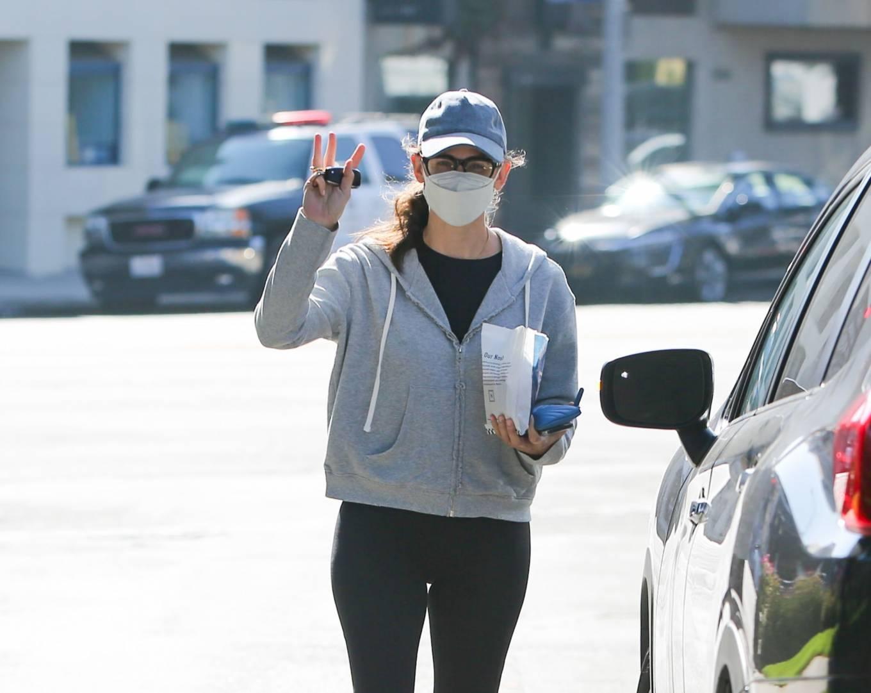 Jennifer Garner 2021 : Jennifer Garner – is seen in Los Angeles-05