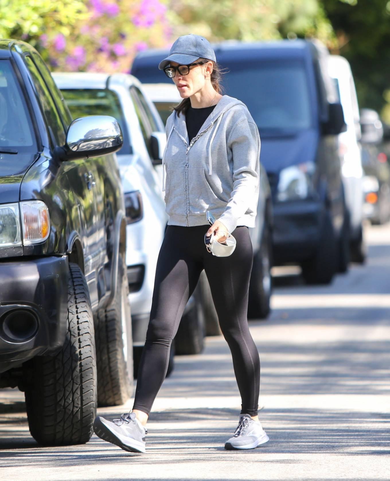 Jennifer Garner 2021 : Jennifer Garner – is seen in Los Angeles-06