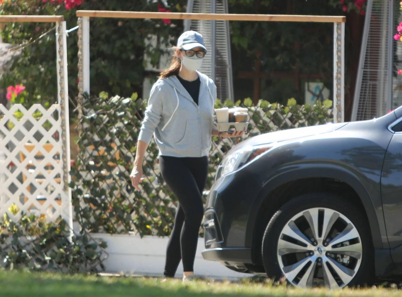Jennifer Garner 2021 : Jennifer Garner – is seen in Los Angeles-07