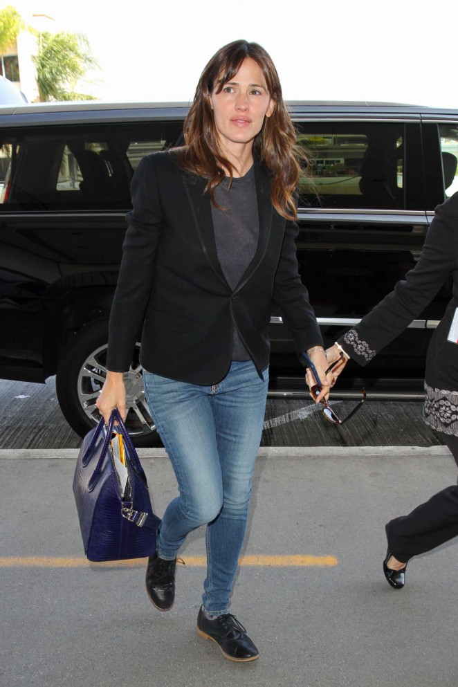 Jennifer Garner in Jeans at LAX Airport in LA