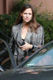 Jennifer Garner - Leaves an office in Santa Monica