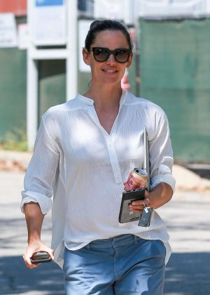 Jennifer Garner - Leaves Ben Affleck's house in Brentwood