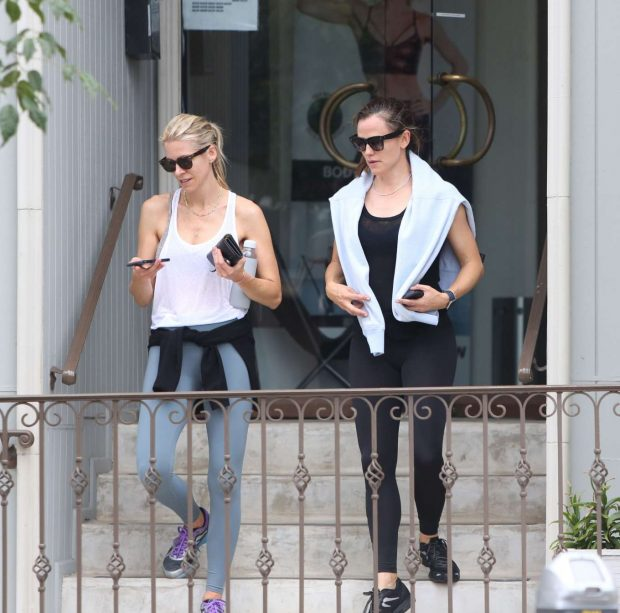 Jennifer Garner: Leaves the gym and grabs coffee in Brentwood-05