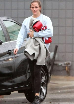 Jennifer Garner - Leaving a boxing class in Los Angeles