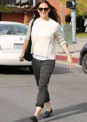 Jennifer Garner - Leaving a restaurant in Brentwood