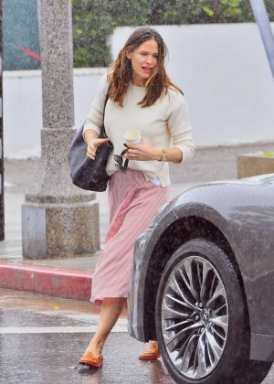 Jennifer Garner - Leaving church in Pacific Palisades