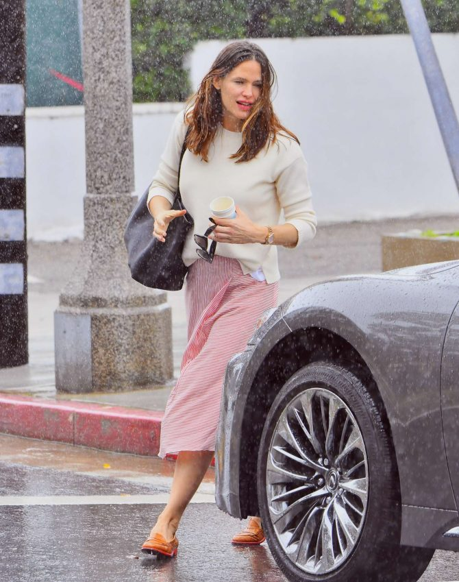 Jennifer Garner – Leaving church in Pacific Palisades