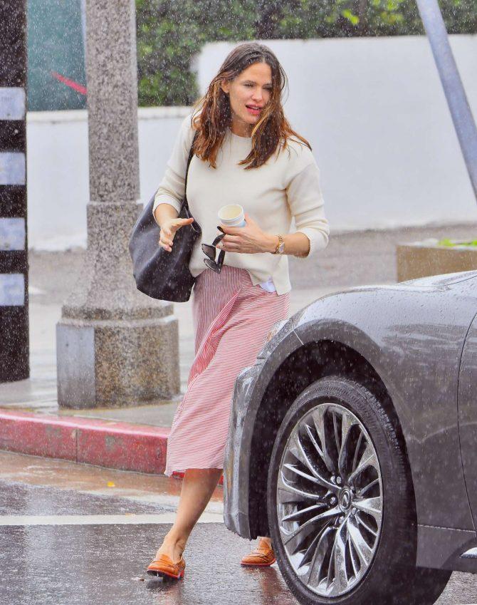 Jennifer Garner – Leaving church in Pacific Palisades