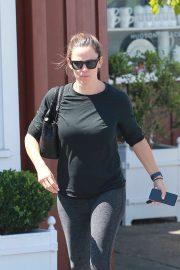 Jennifer Garner - Leaving Malibu Country Mart in Brentwood