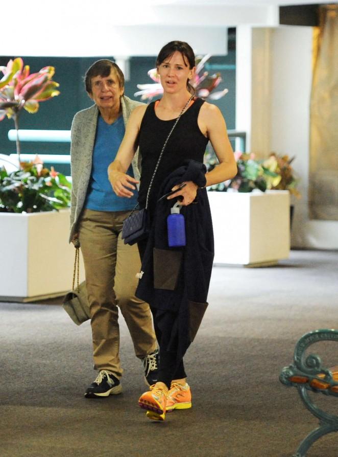 Jennifer Garner - Leaving the gym in LA