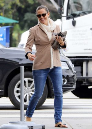 Jennifer Garner - Leaving the nail salon in Los Angeles