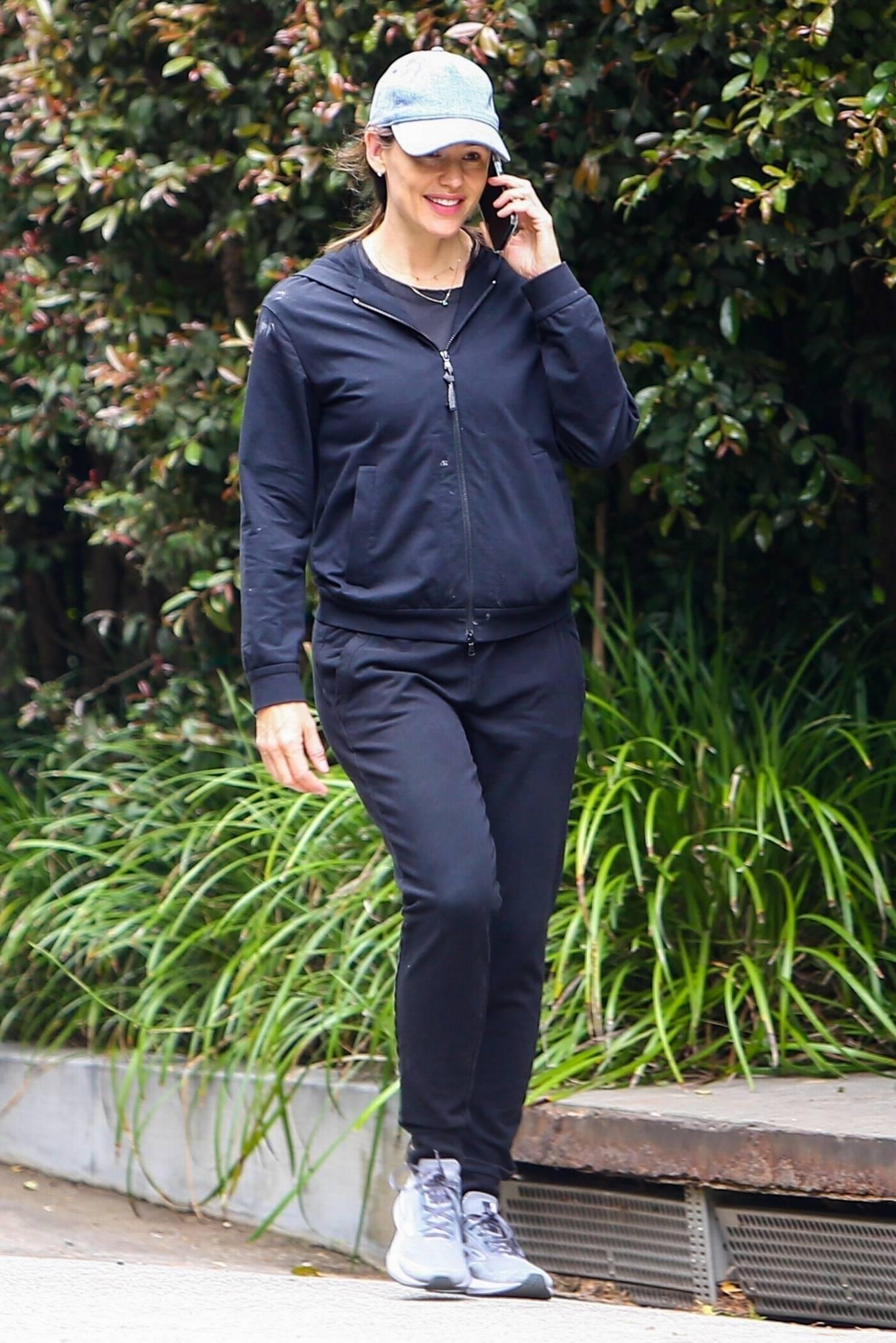 Jennifer Garner - morning walk through her Brentwood neighborhood