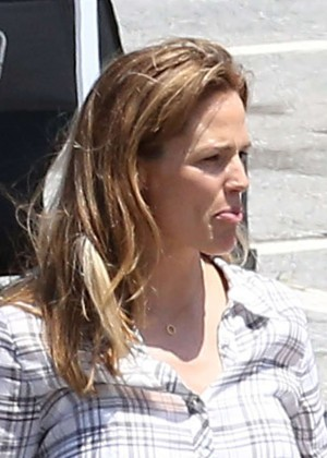 Jennifer Garner - On the set of 'Miracles From Heaven' in Atlanta
