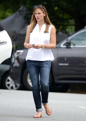 Jennifer Garner in Jeans Out in Atlanta