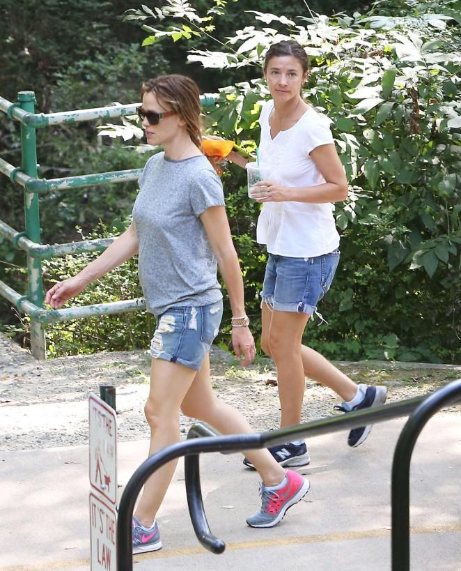Jennifer Garner in Jeans Shorts -02