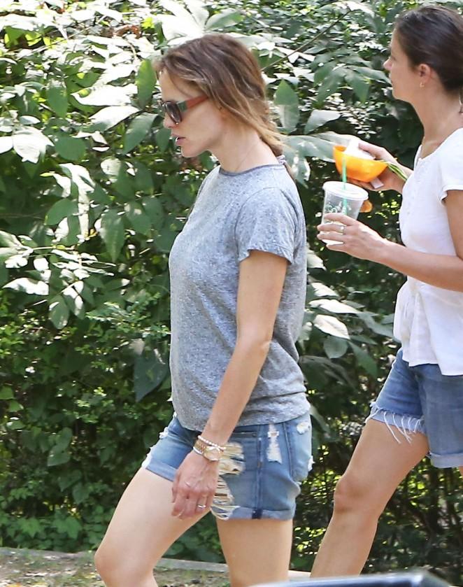 Jennifer Garner in Jeans Shorts -18