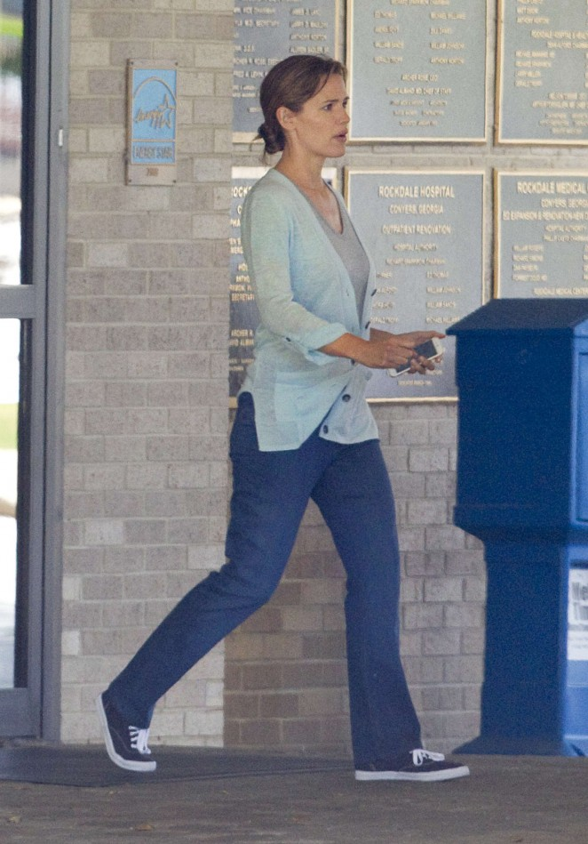 Jennifer Garner: Out and about in Atlanta -02