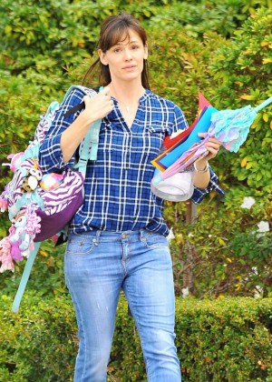 Jennifer Garner - Out and about in Brentwood