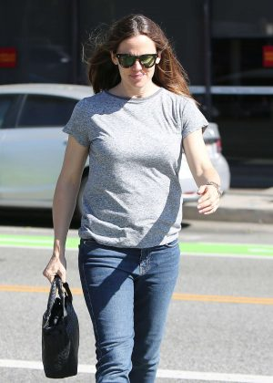 Jennifer Garner - Out and about in Santa Monica