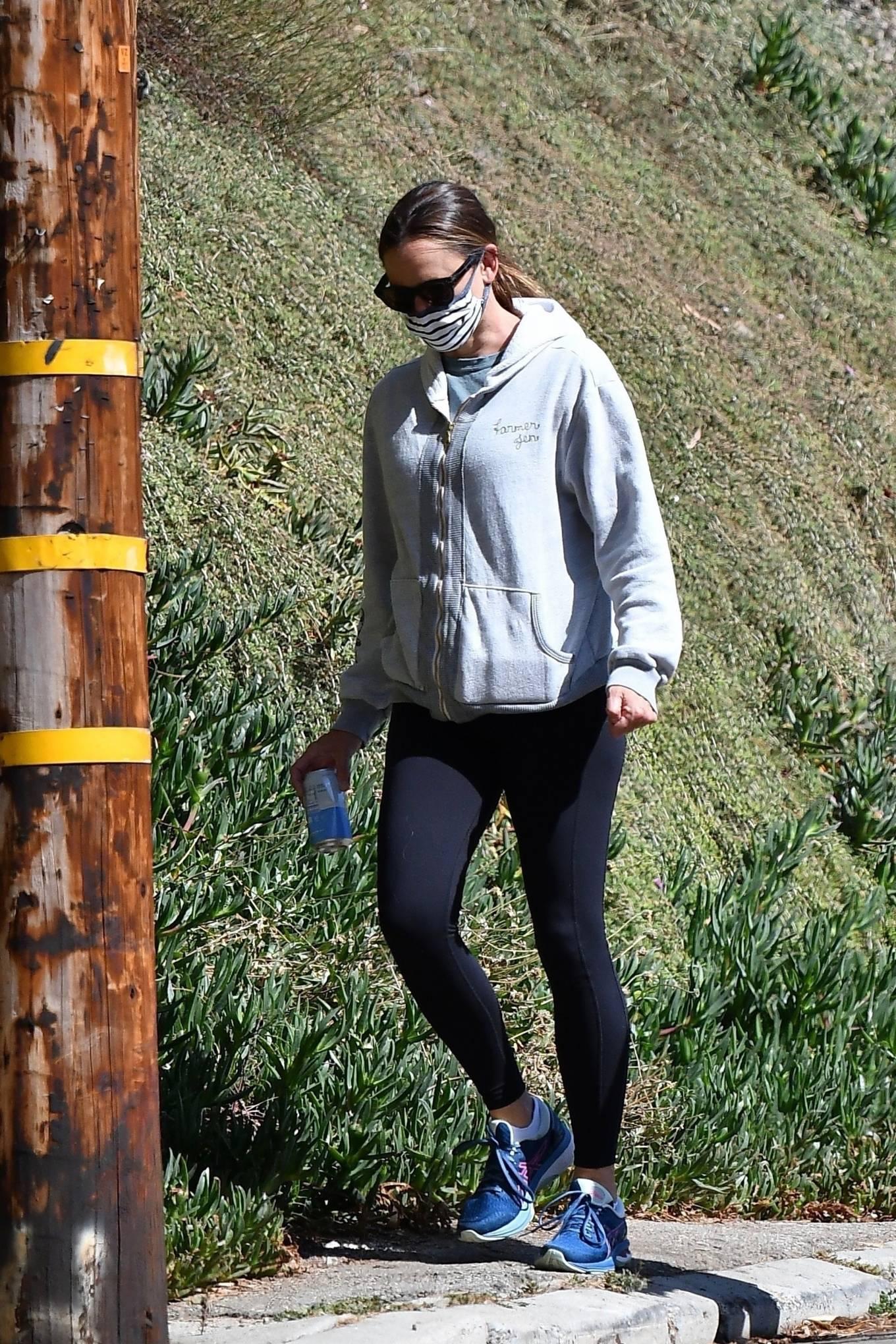 Jennifer Garner 2020 : Jennifer Garner – Out for a hike in Los Angeles-01