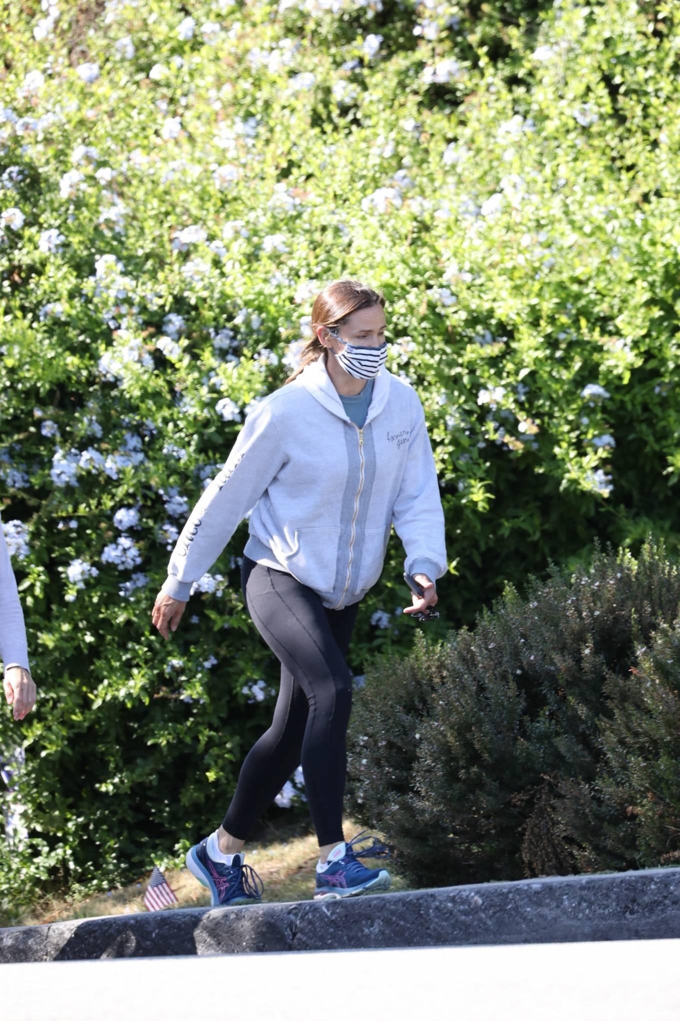 Jennifer Garner 2020 : Jennifer Garner – Out for a hike in Los Angeles-02