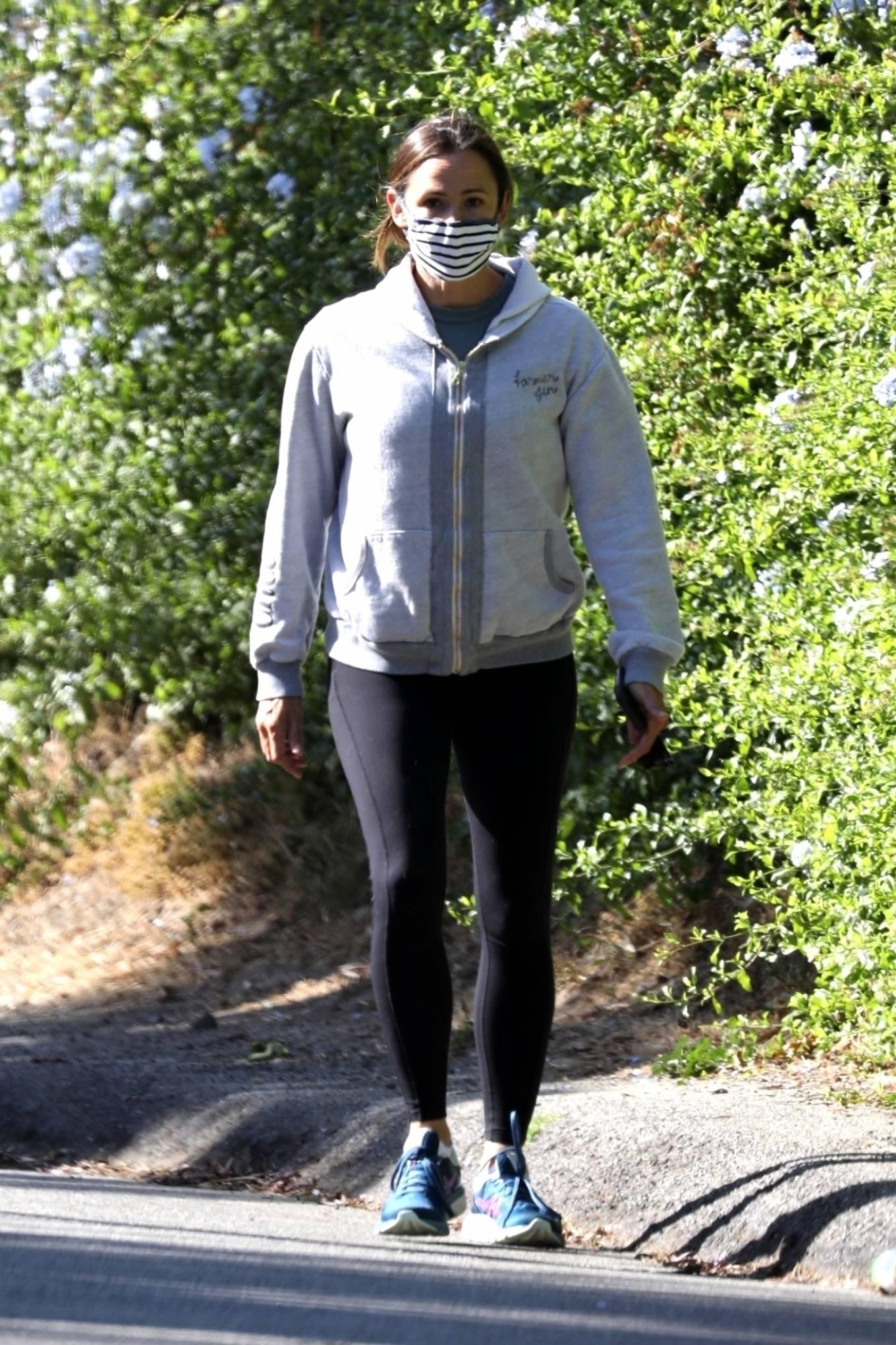 Jennifer Garner 2020 : Jennifer Garner – Out for a hike in Los Angeles-05