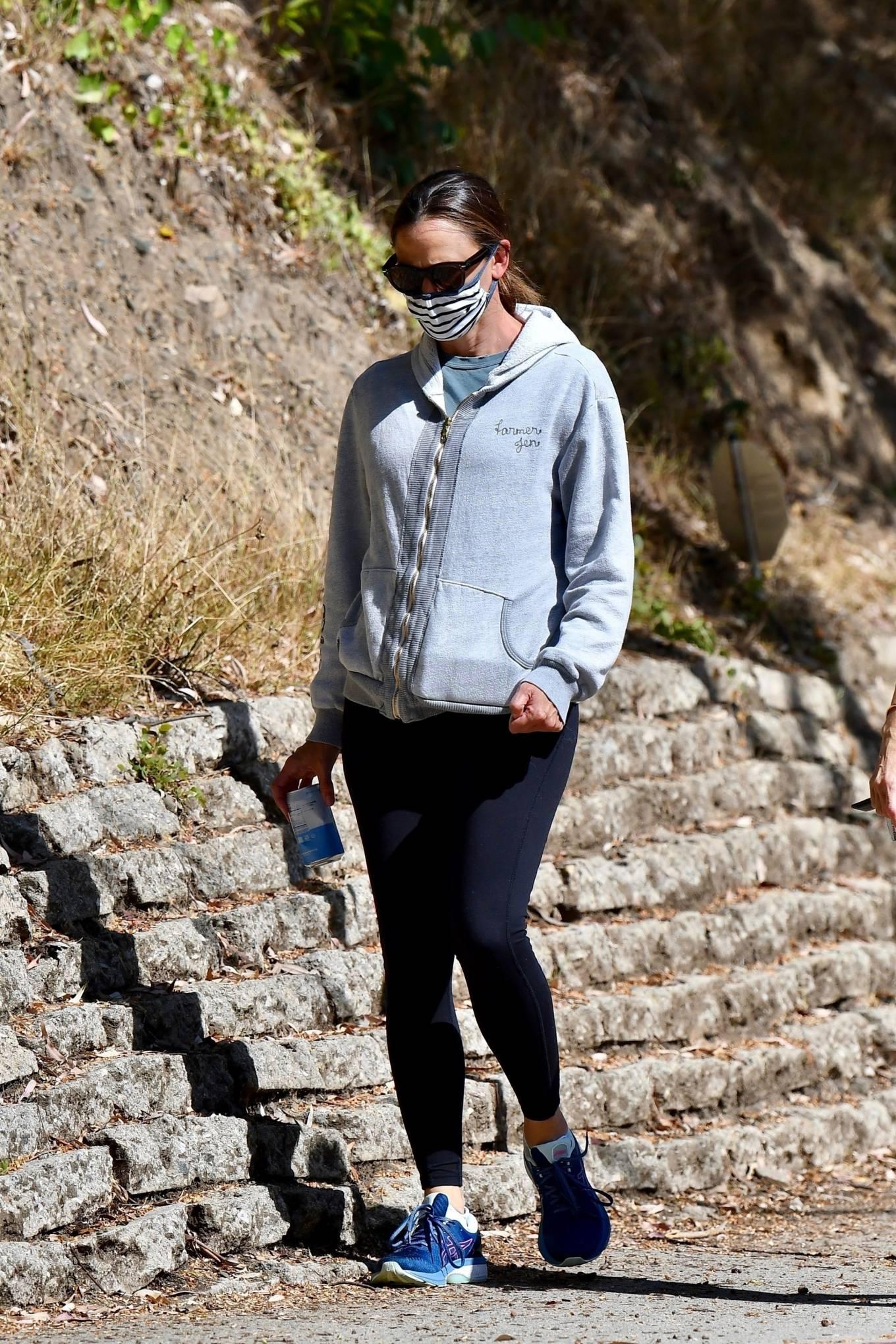 Jennifer Garner 2020 : Jennifer Garner – Out for a hike in Los Angeles-09