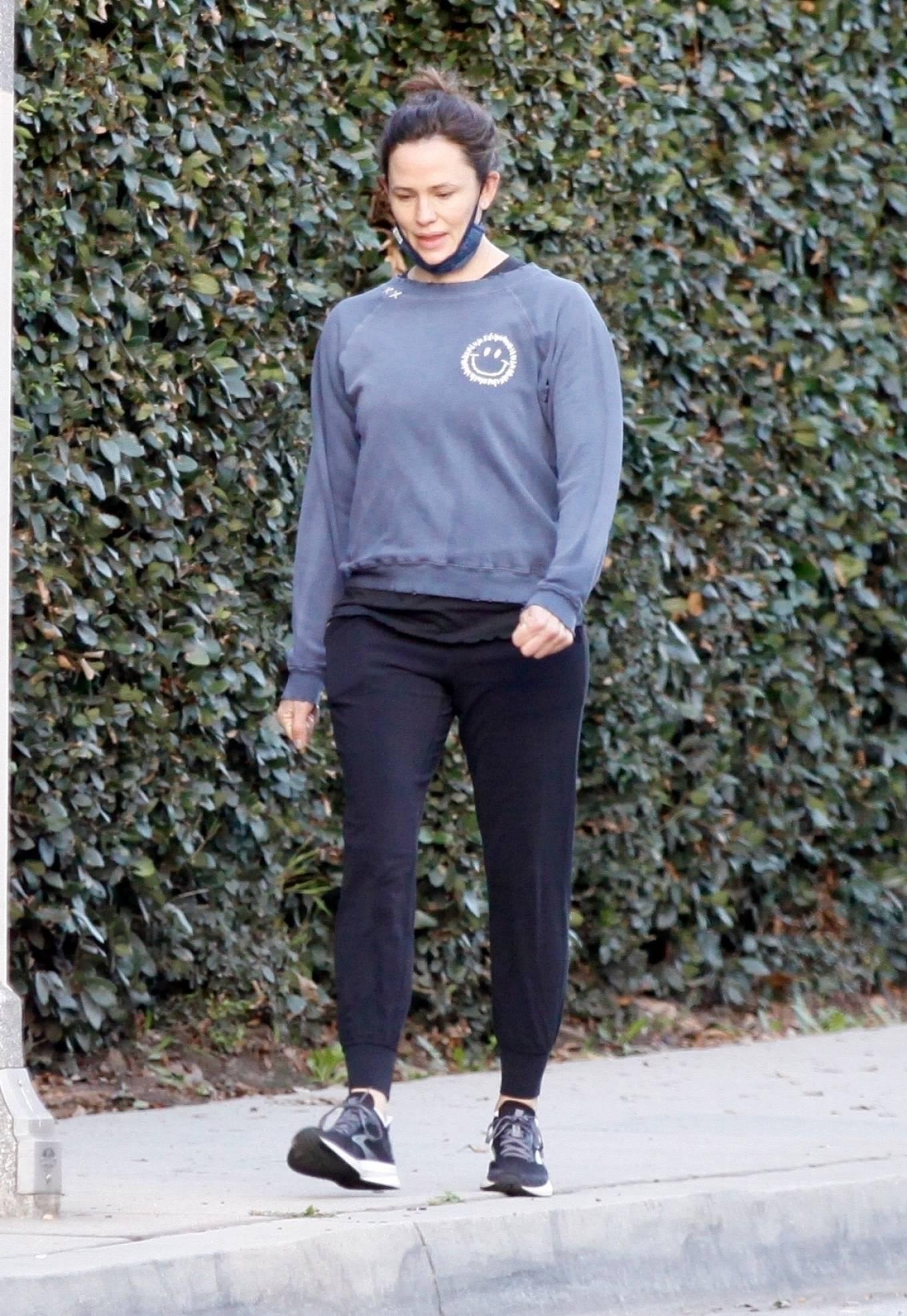 Jennifer Garner - Out for a stroll in Brentwood