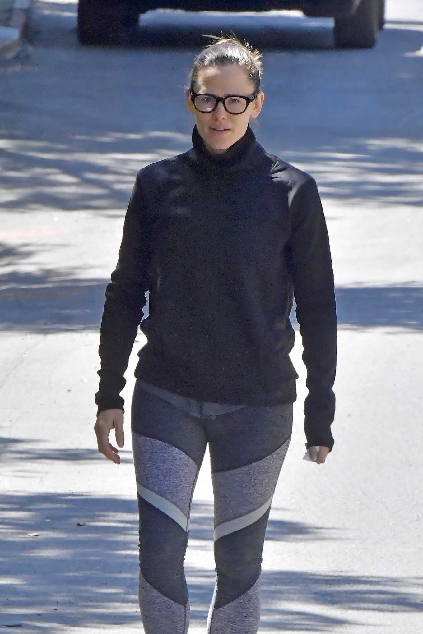 Jennifer Garner - Out for a walk in Los Angeles