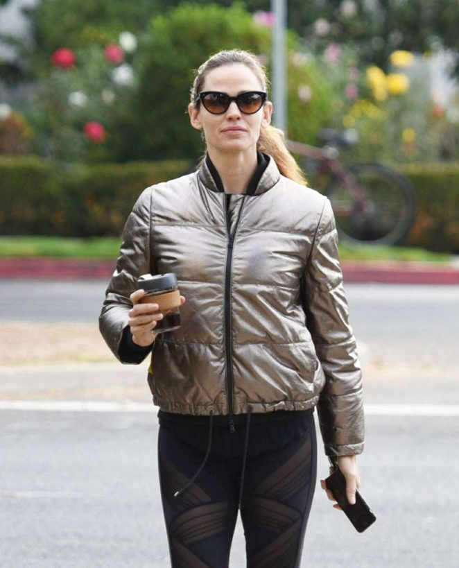 Jennifer Garner out for morning coffee in Brentwood
