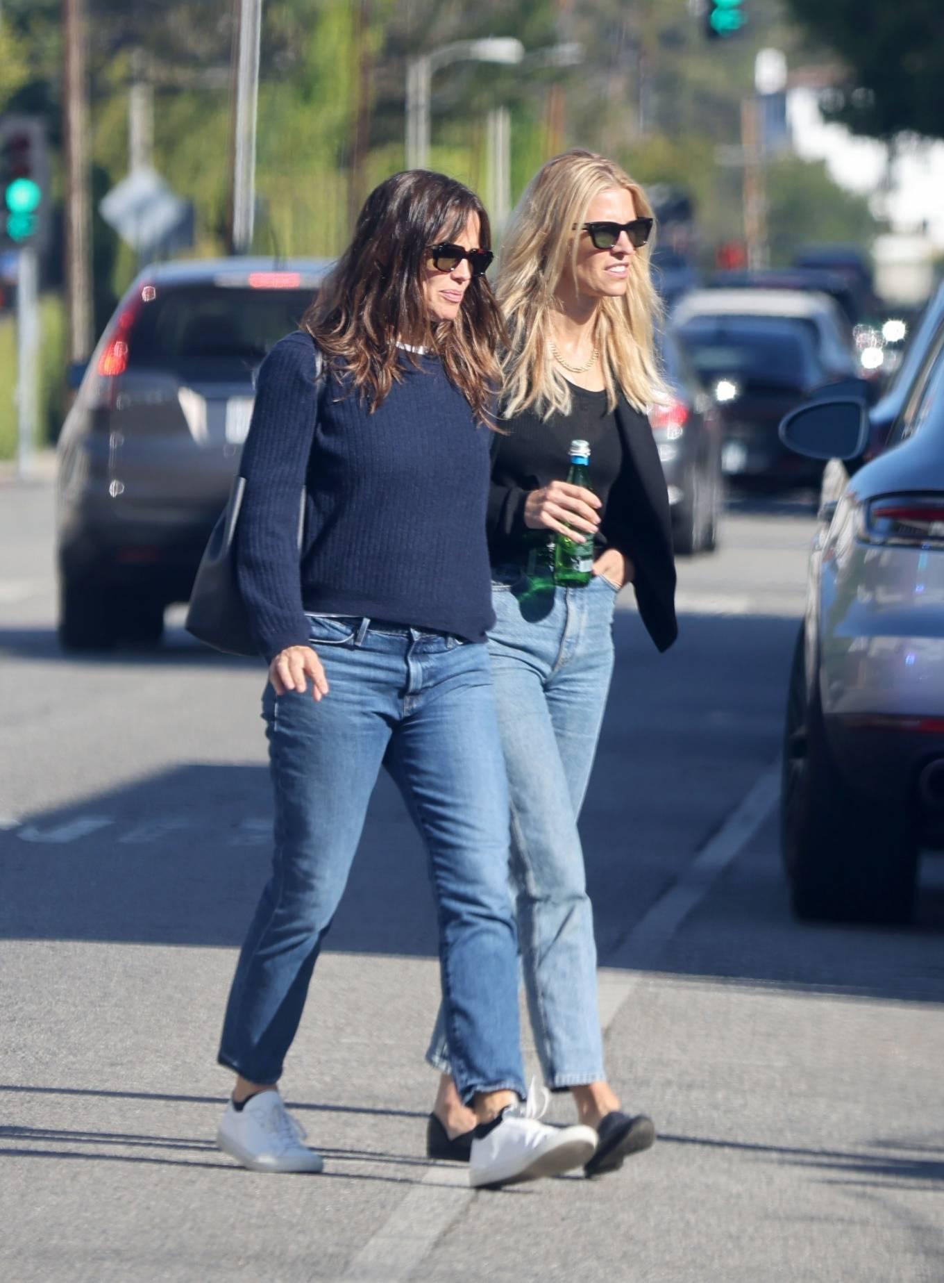 Jennifer Garner 2020 : Jennifer Garner – Out in Brentwood-01